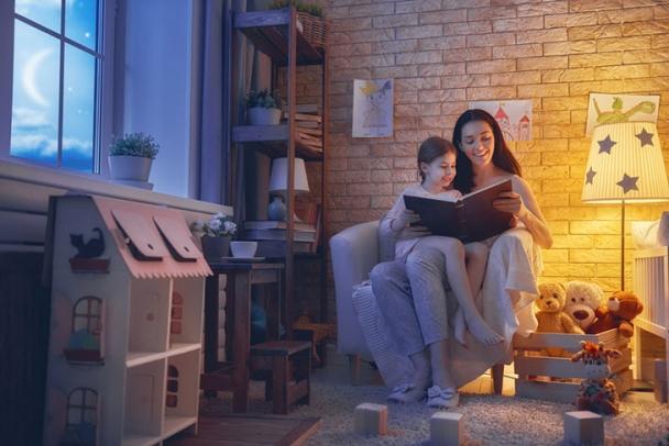 Idei de iluminat pentru a infrumuseta camera copilului tau