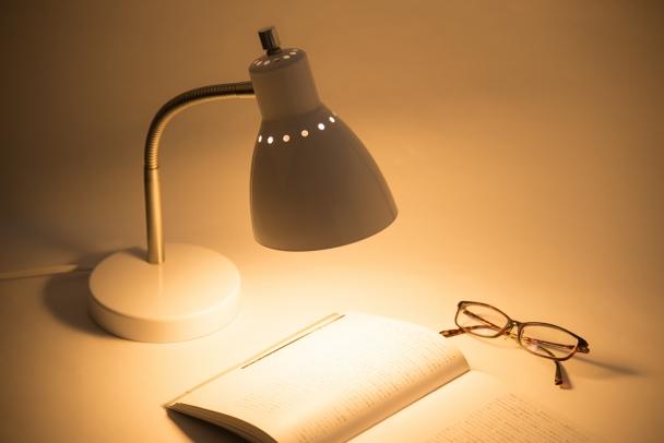 Iata care este lumina potrivita pentru cititul inainte de culcare